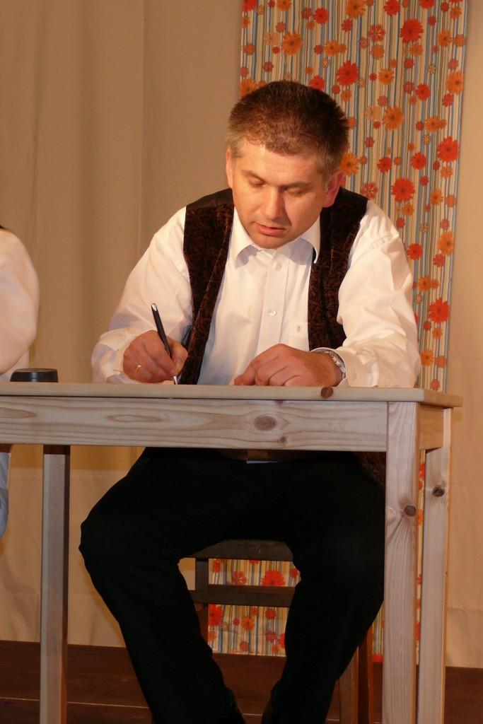 Peter Gollner als Knöpfel
